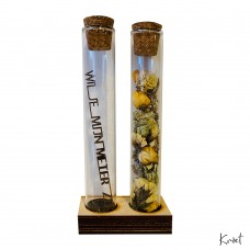2 Little Vases with Dried Flowers & Text